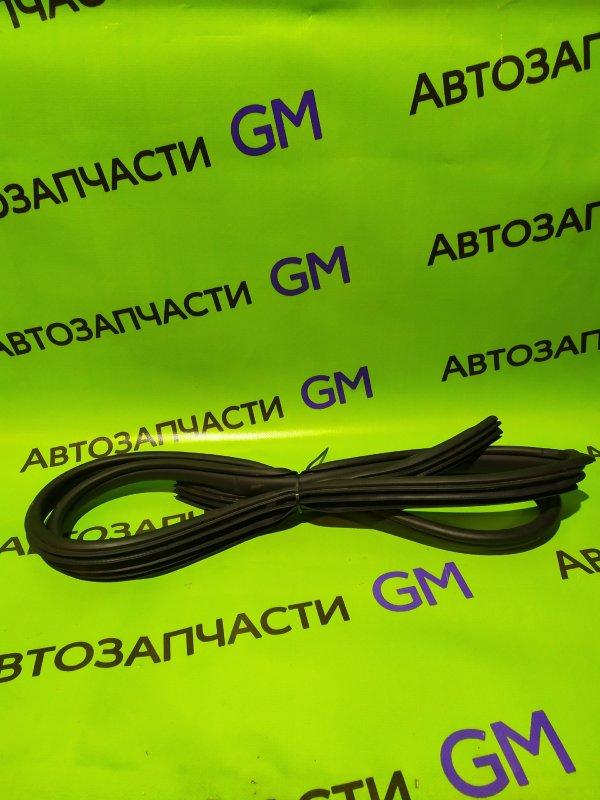Уплотнительная резинка Chevrolet Captiva C140 LE9 2014 задняя (б/у)