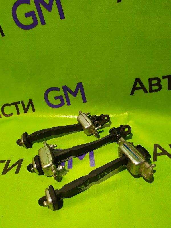 Ограничитель двери Chevrolet Aveo T300 F16D4 2013 (б/у)