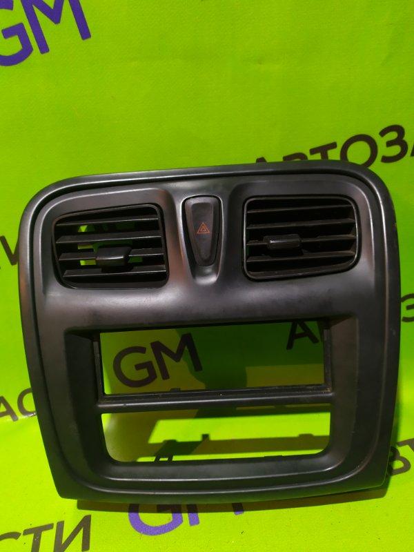 Накладка панели приборов Renault Logan L8 K7M 2016 (б/у)