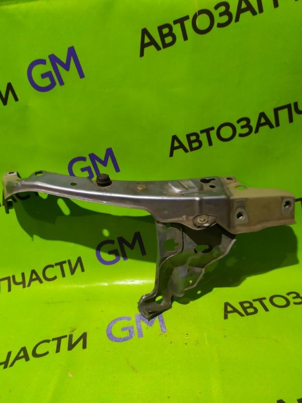 Кронштейн Opel Astra H передний правый (б/у)