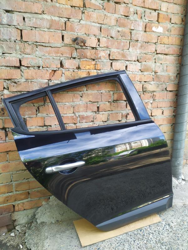 Дверь Renault Megane BZ0G M4R713 2011 задняя правая (б/у)