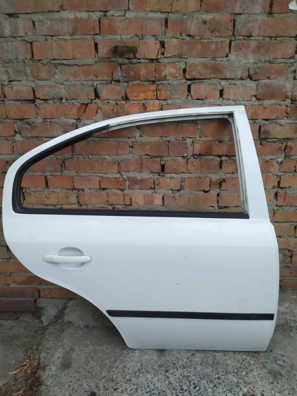 Дверь Skoda Octavia A4 AKL 2005 задняя правая (б/у)