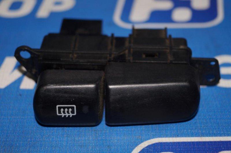 Кнопка обогрева стекла Mitsubishi Carisma DA 1.8 GDI (4G93) 1998 задняя (б/у)
