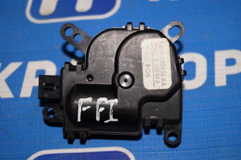 Моторчик заслонки печки Ford Focus 1 СЕДАН 2.0L ZETEC 2002 (б/у)