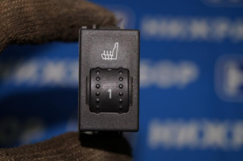 Кнопка обогрева сидений Ford Focus 2 СЕДАН 1.6L (HXDB) 2006 (б/у)