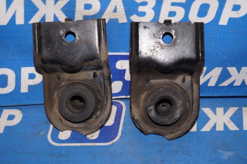 Кронштейн радиатора Kia Magentis 1 2.0L (G4JP) 2006 (б/у)