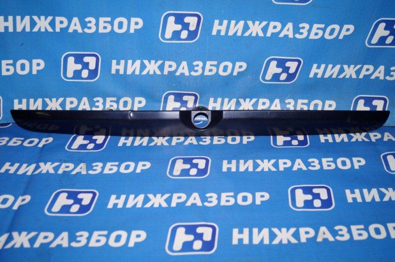 Накладка крышки багажника Mitsubishi Carisma DA 1.6 4G92 2001 (б/у)