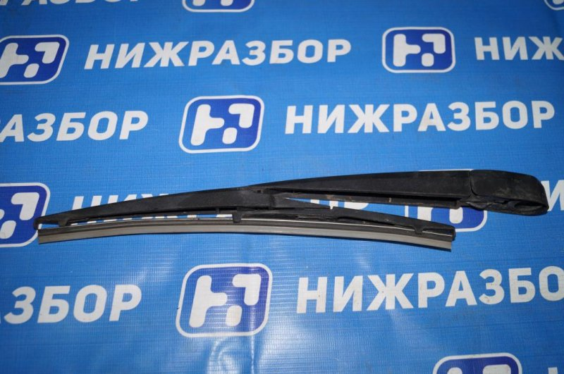 Поводок стеклоочистителя Chery Tiggo T11 2.4 (4G64S4M) 2005 задний (б/у)