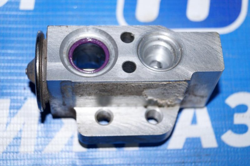 Клапан кондиционера Volkswagen Jetta 5 1.6 BSE 2007 (б/у)