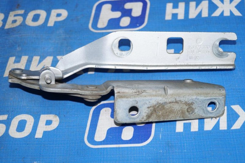 Петля капота Volkswagen Jetta 5 1.6 BSE 2007 левая (б/у)