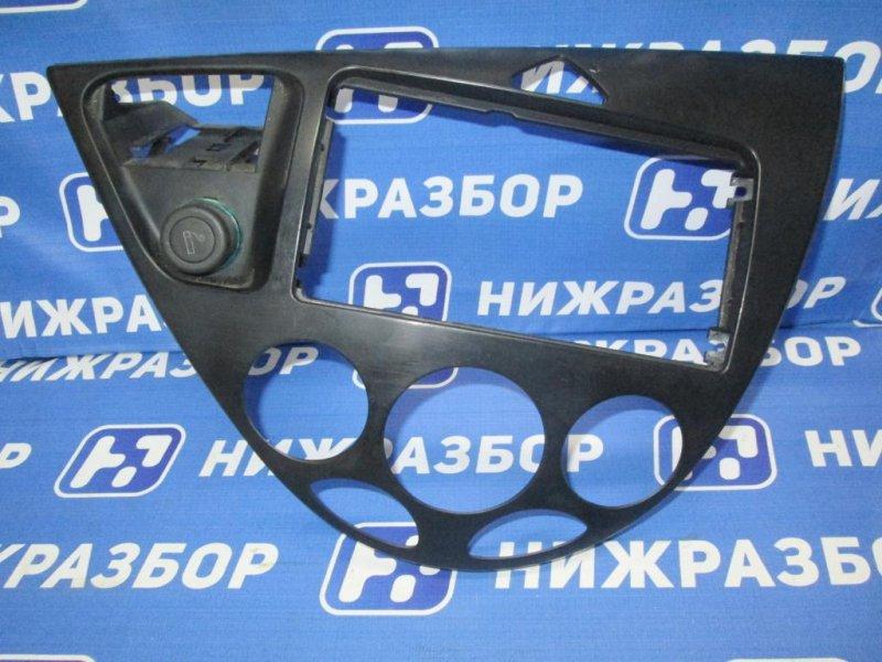 Рамка магнитолы Ford Focus 1 СЕДАН 2.0 SPLIT PORT 2000 (б/у)
