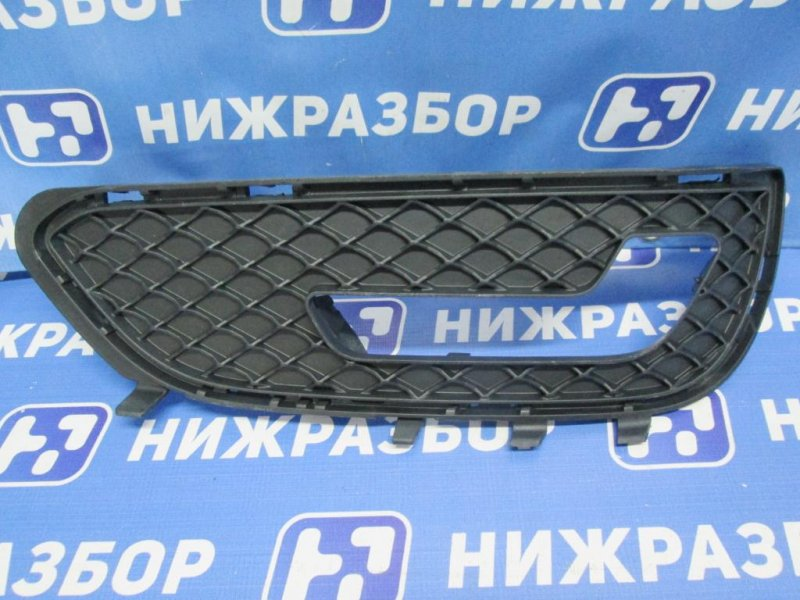 Решетка в бампер Mercedes E-Class W212 2009 правая (б/у)
