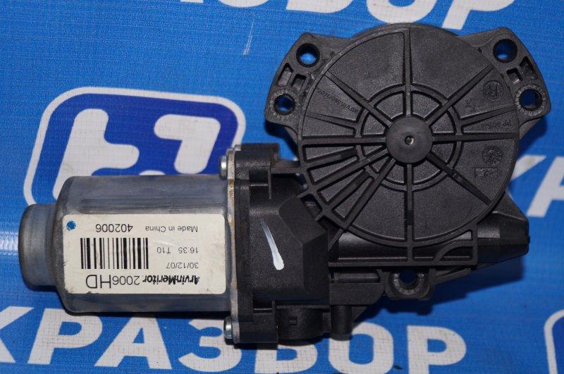 Моторчик стеклоподъемника Hyundai Elantra HD 1.6 G4FC 2008 задний правый (б/у)