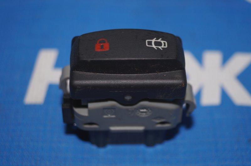 Кнопка центрального замка Renault Duster 2.0 F4RB403 2012 (б/у)