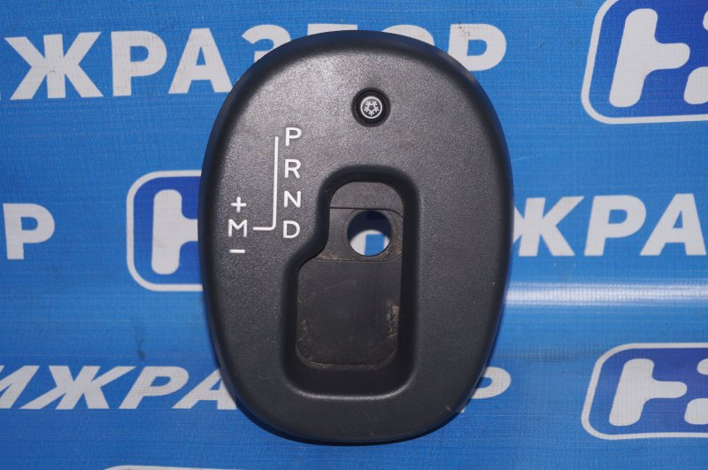 Накладка (кузов внутри) Renault Duster 2.0 F4RB403 2012 (б/у)