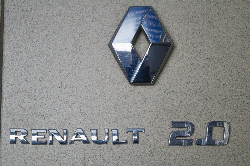 Значок (эмблема) Renault Duster 2.0 F4RB403 2012 (б/у)
