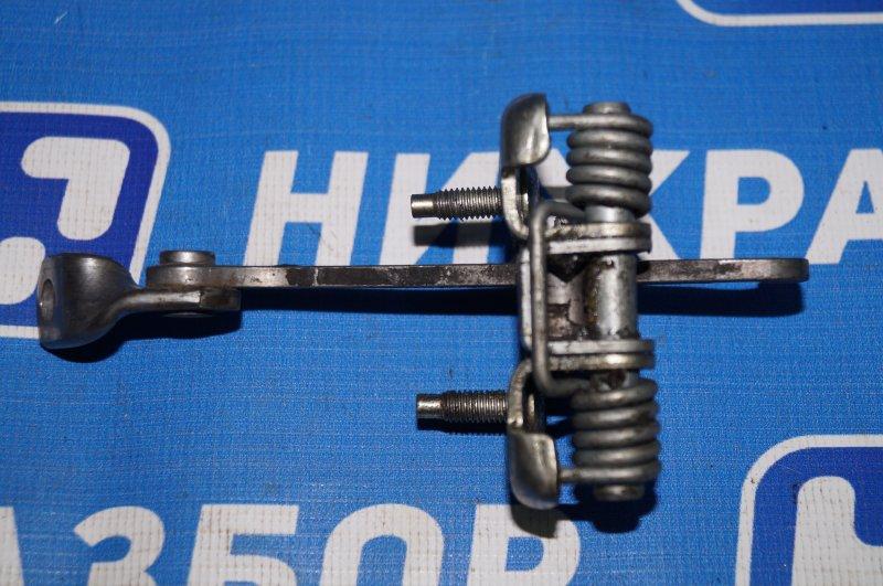 Ограничитель двери Renault Duster 2.0 F4RB403 2012 задний правый (б/у)