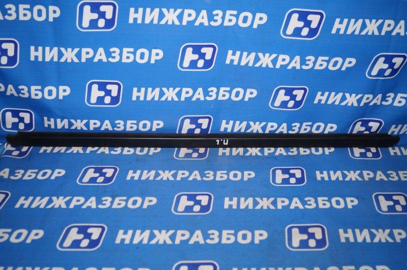 Накладка стекла Renault Duster 2.0 F4RB403 2012 передняя левая (б/у)