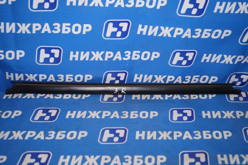 Накладка стекла Renault Duster 2.0 F4RB403 2012 задняя правая (б/у)