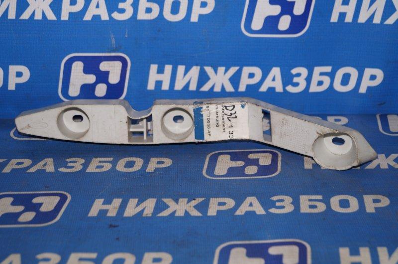 Направляющая бампера Ford Focus 2 2005 передняя правая (б/у)