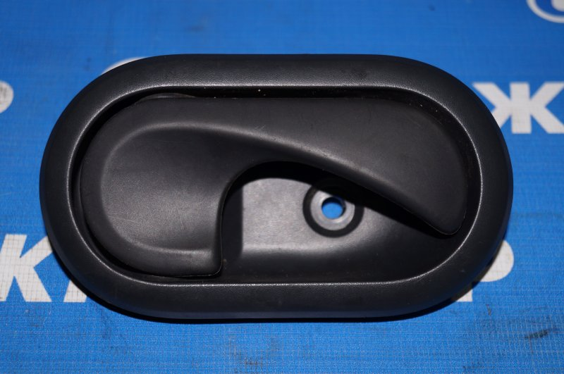 Ручка двери внутренняя Renault Duster 2.0 F4RA400 2013 задняя правая (б/у)
