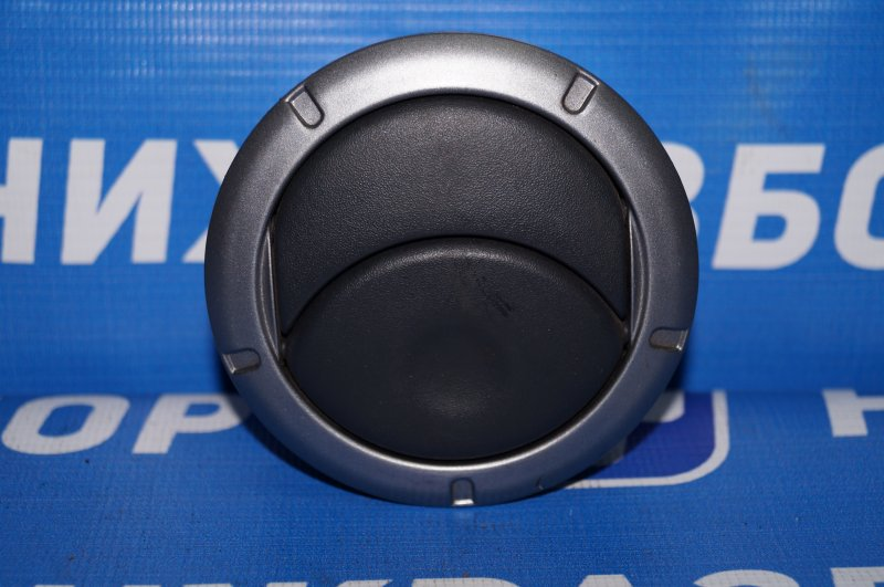 Дефлектор воздушный Renault Duster 2.0 F4RA400 2013 (б/у)