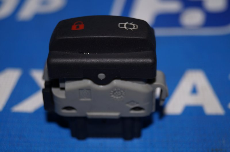 Кнопка центрального замка Renault Duster 2.0 F4RA400 2013 (б/у)