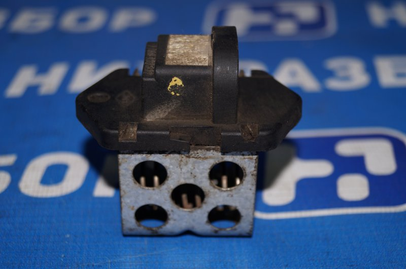 Резистор вентилятора Renault Duster 2.0 F4RA400 2013 (б/у)