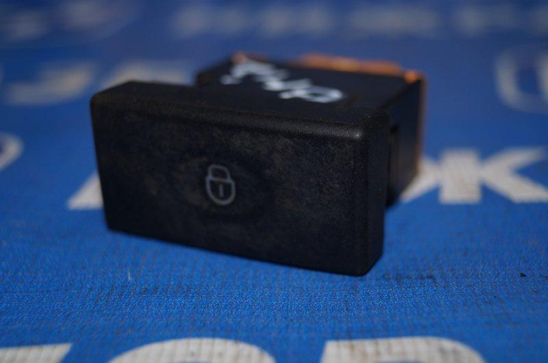 Кнопка центрального замка Lifan Breez 520 1.3 LF479Q3 2008 (б/у)