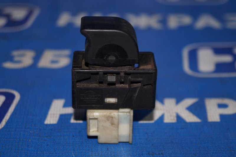 Кнопка стеклоподъемника Nissan Almera N15 GA15DE 1999 (б/у)