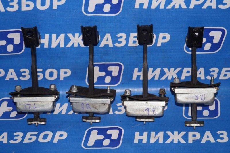 Ограничитель двери Ford Focus 2 1.6 (HXDB) 2007 (б/у)