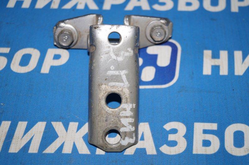 Петля двери Mitsubishi Lancer 9 задняя правая нижняя (б/у)
