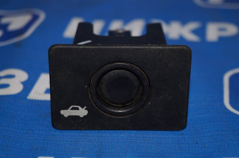 Кнопка открывания багажника Ford Taurus 3.0 1996 (б/у)
