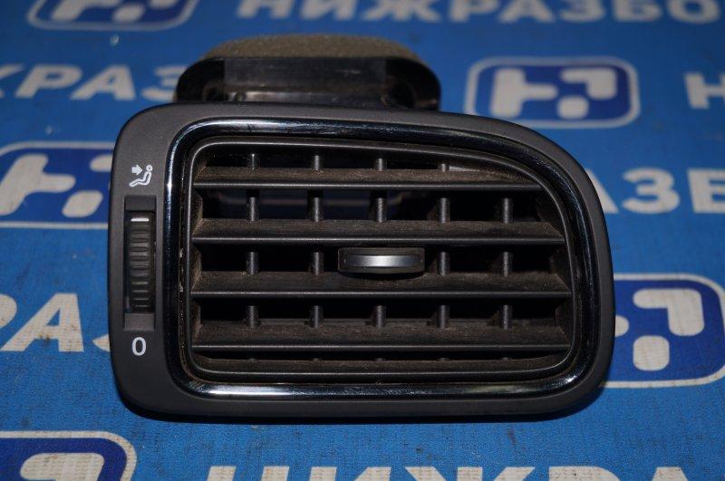Дефлектор воздушный Volkswagen Polo Sedan 1.6 (CWV) 554656 2018 правый (б/у)