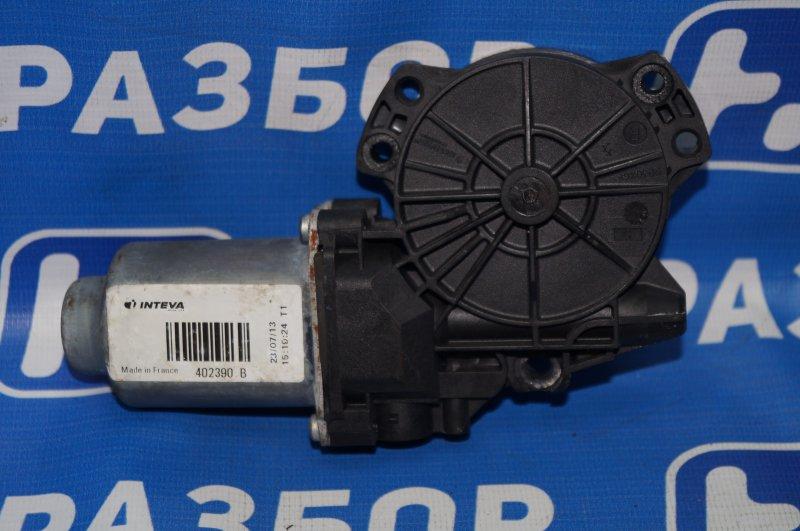 Моторчик стеклоподъемника Kia Sportage 3 2.0 (G4KD) 2013 передний правый (б/у)