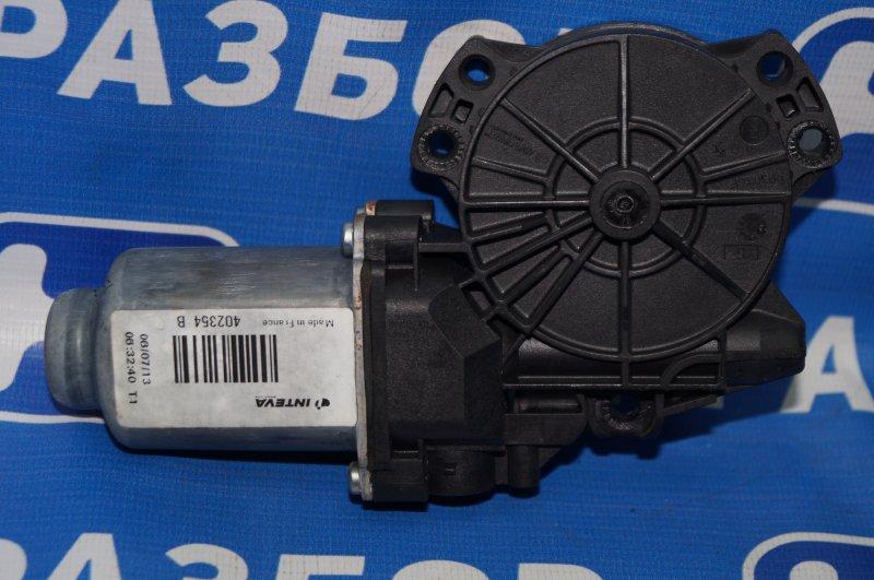 Моторчик стеклоподъемника Kia Sportage 3 2.0 (G4KD) 2013 задний правый (б/у)