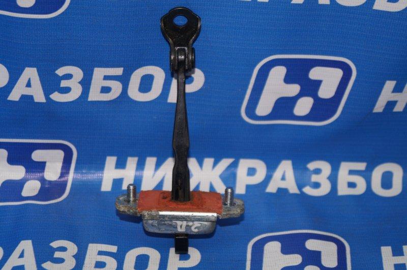 Ограничитель двери Kia Sportage 3 2.0 (G4KD) 2013 задний правый (б/у)