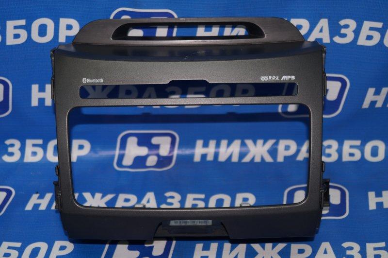 Рамка магнитолы Kia Sportage 3 2.0 (G4KD) 2013 (б/у)