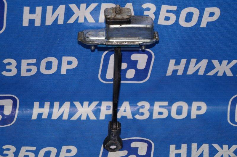 Ограничитель двери Kia Sportage 3 2.0 (G4KD) 2013 передний правый (б/у)