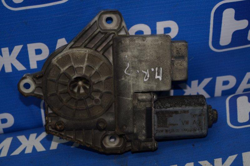 Моторчик стеклоподъемника Skoda Rapid 1.6 CWV 2017 передний правый (б/у)