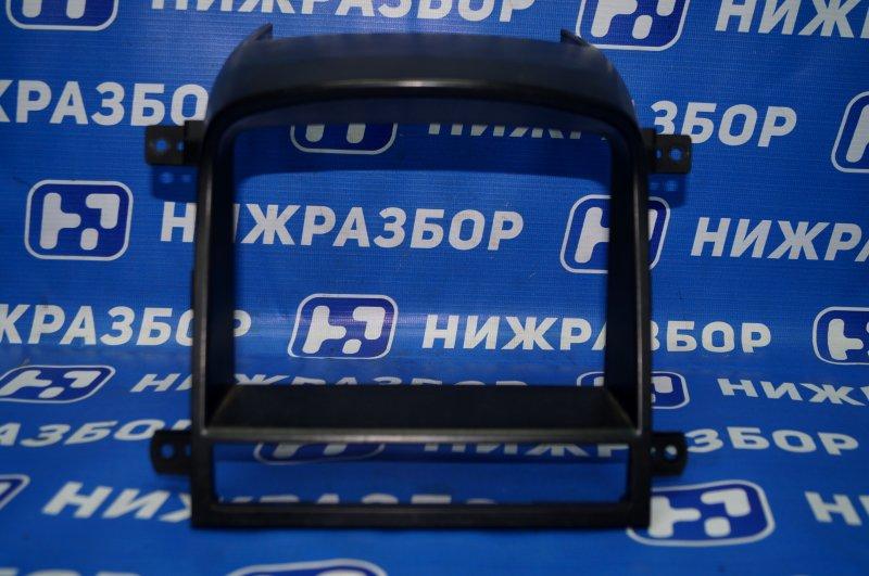 Рамка магнитолы Chevrolet Captiva C100 3.2 10HMC 2008 (б/у)