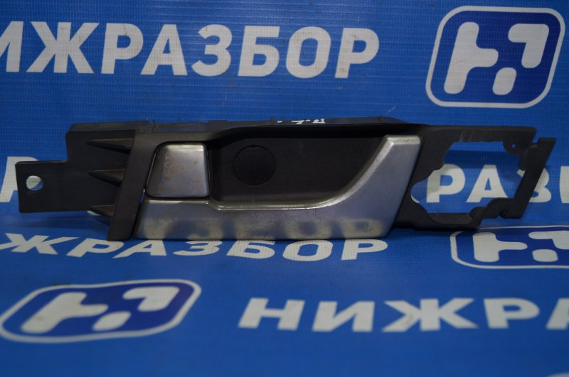 Ручка двери внутренняя Chevrolet Captiva C100 3.2 10HMC 2008 передняя левая (б/у)