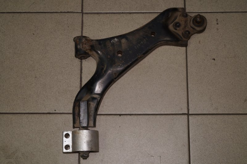Рычаг Chevrolet Captiva C100 3.2 10HMC 2008 передний правый (б/у)