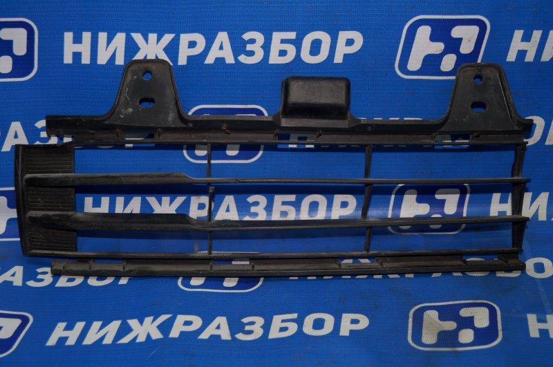 Решетка в бампер Toyota Land Cruiser 200 2008> передняя правая нижняя (б/у)