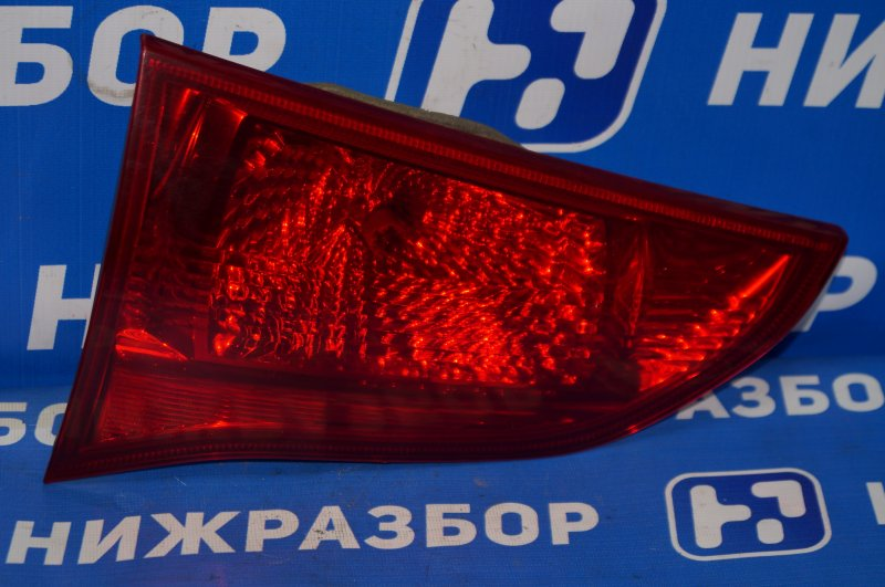 Фонарь внутренний Mitsubishi Pajero Sport 2 KH 2.5 TDI 2012 задний левый (б/у)