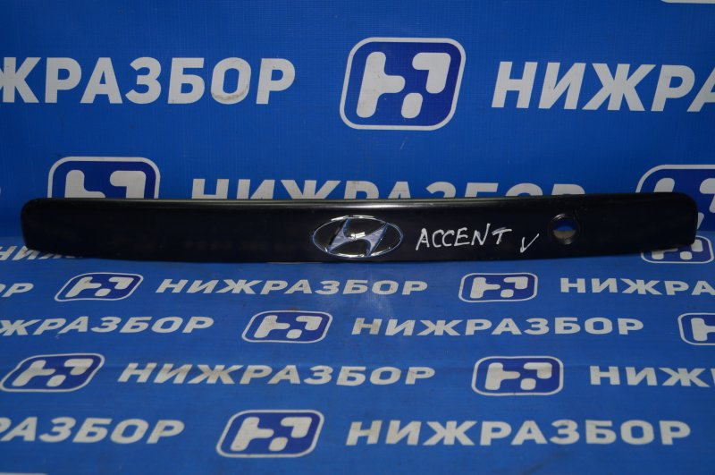 Накладка крышки багажника Hyundai Accent 2 2000 (б/у)