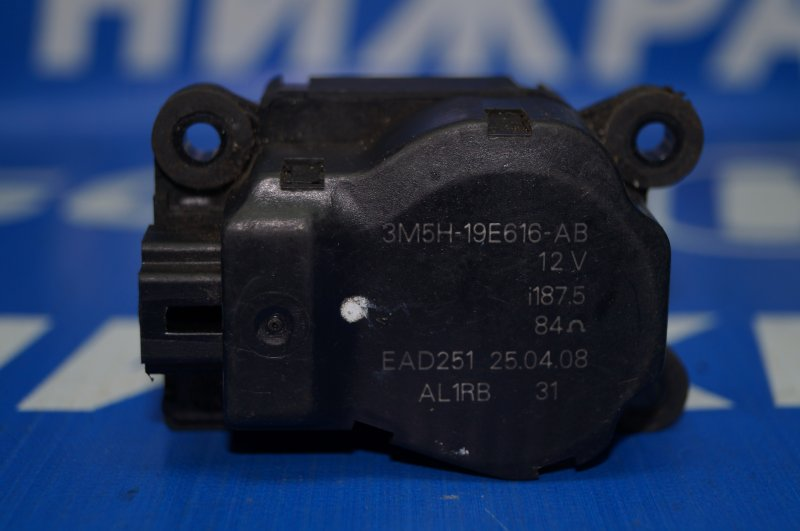 Моторчик заслонки печки Ford Fusion 2002 (б/у)