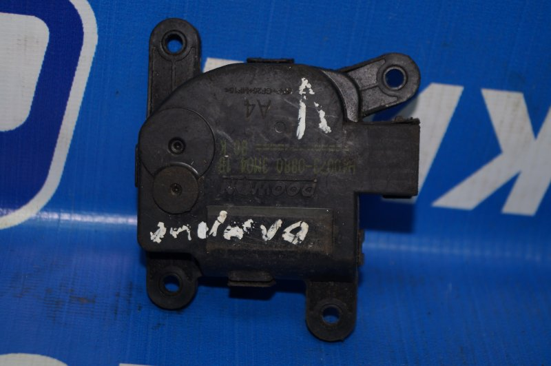 Моторчик заслонки печки Hyundai Solaris 1 2010 (б/у)