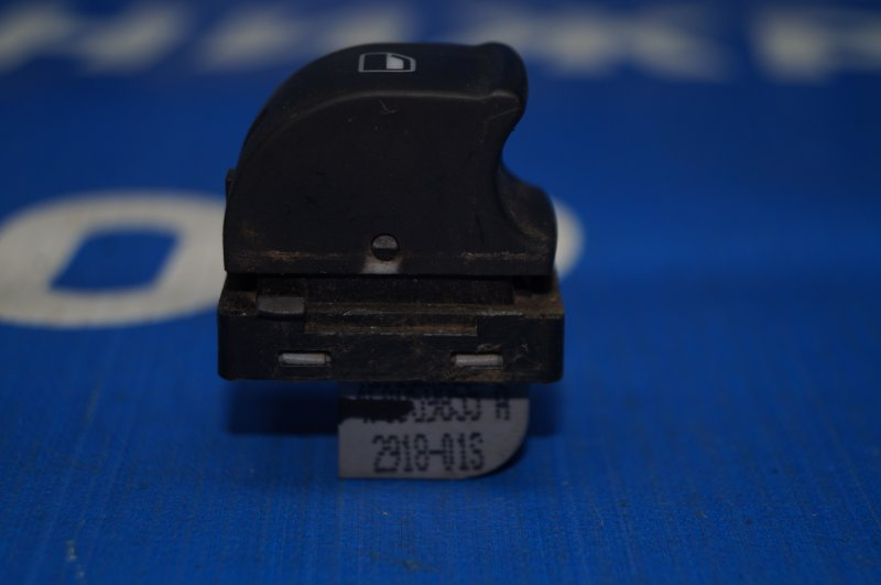 Кнопка стеклоподъемника Audi A3 8P 1.4 (CAX) 2008 задняя левая (б/у)