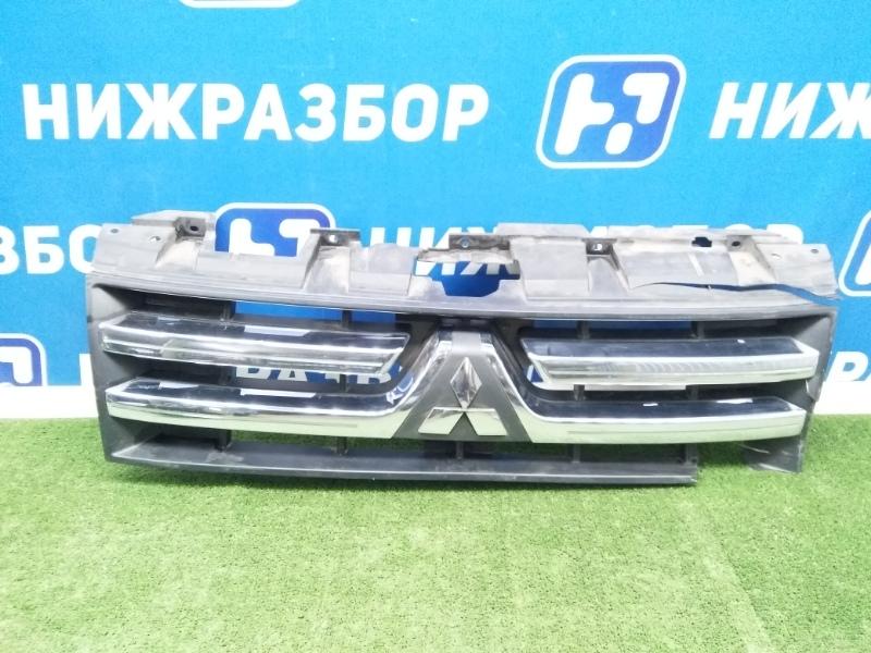 Решетка радиатора Mitsubishi Pajero/montero 4 передняя (б/у)